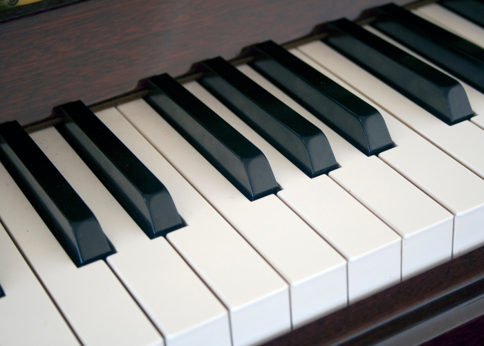 9 Best Digital Pianos With Weighted Keys for 2021 [Buyers Reviews]